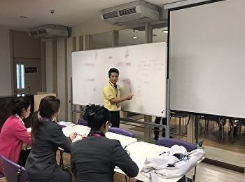 อาจารย์ธนสิทธิ์ สุขสุทธิ์ อาจารย์กันยาพิไล กุญชรศิริมงคลกุลและอาจารนันทนา ลัดพลี สาขาวิชาการโรงแรม จัดอบรมให้ความรู้แก่นักศึกษาวิชาเอกการจัดการโรงแรมและวิชาเอกธุรกิจภัตตาคารก่อนเริ่มผึกปฏิบัติงานภาคฤดูร้อน เมื่อวันที่ 26 เมษายน 2562