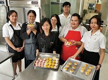 Hotel Management Program by Ms.Yupaporn Kithwang, Lecturer and Restaurant Business Students Code60 Are In The First Practical Cooking Class of Cake and Pastries Preparation.