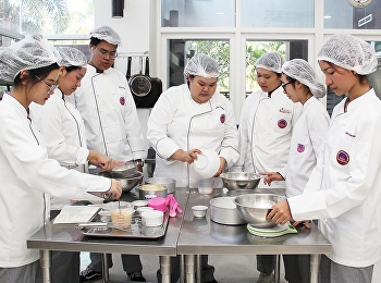 Students of Hotel Management Restaurant Business Major, Code 61 in HIR2303 Cake and Pastries Preparation at International College Suan Sunandha Rajabhat University, 5 March 2020.