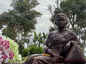 Faculty and students of International College Attended the Ceremony to Invite the Statue of Queen Sunandha Kumareerat. to be Officially Enshrined at the front yard of Queen Sunandha Kumariratana. Suan Sunandha Rajabhat University Nakhon Pathom Campus